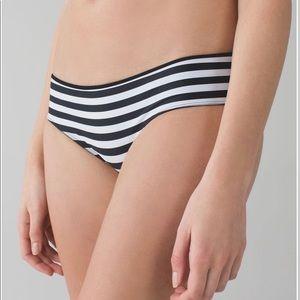 Lululemon NWT, Water: B/W Salty Swim Hipster 6